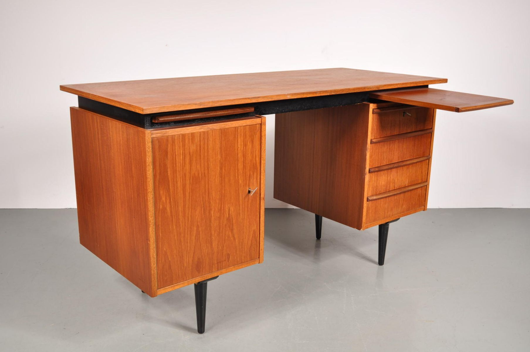 mid century teak schreibtisch 1950er bei pamono kaufen. Black Bedroom Furniture Sets. Home Design Ideas