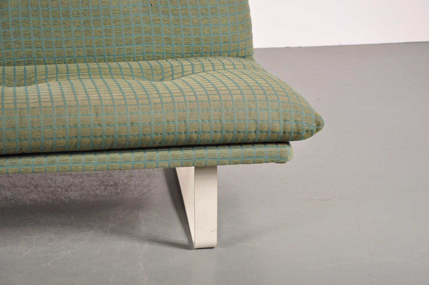 gr nes zweisitzer sofa von artifort 1960er bei pamono kaufen. Black Bedroom Furniture Sets. Home Design Ideas