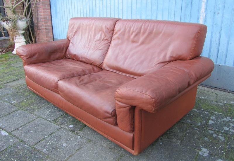 Brown leather swiss sofa from de sede for sale at pamono for Tan couches for sale