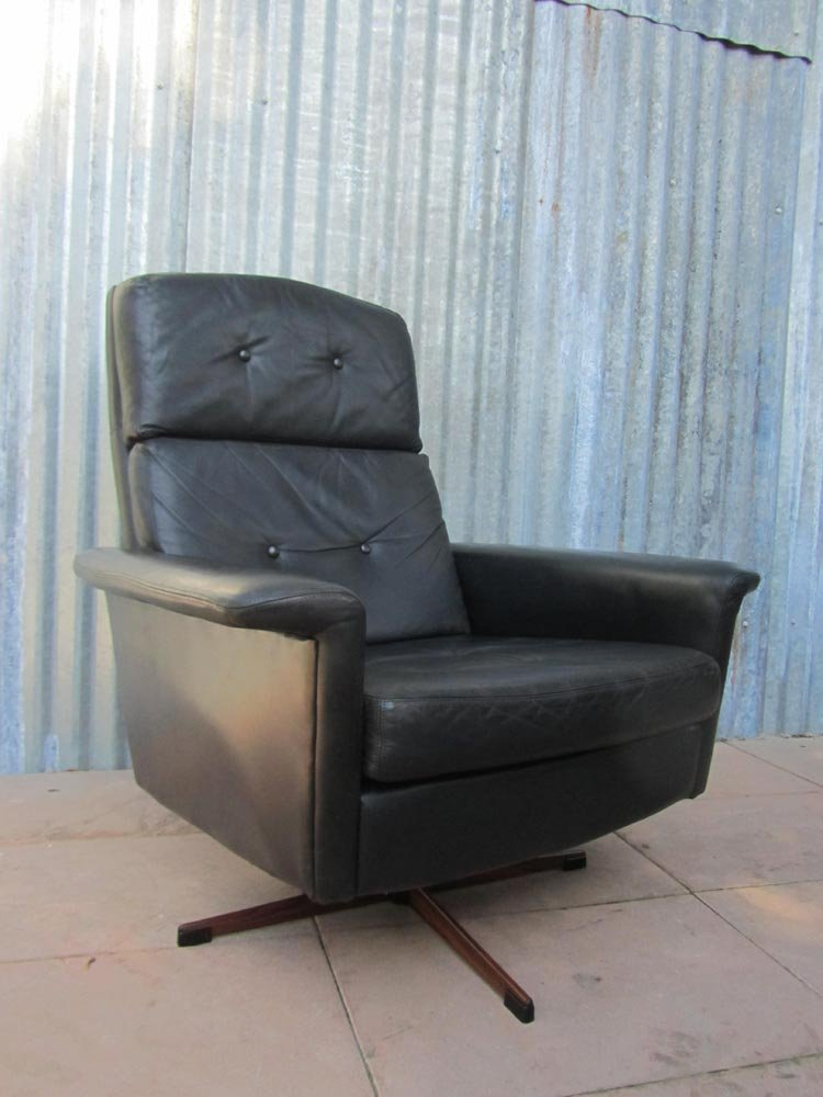 Black leather lounge swivel chair from goldsiegel 1960s for Swivel club chair leather