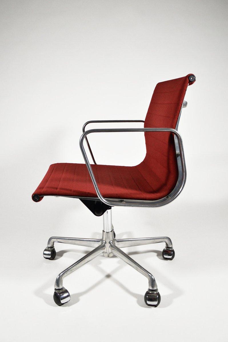 Chaise alu ea117 par charles eames pour icf en vente sur for Vente chaise eames