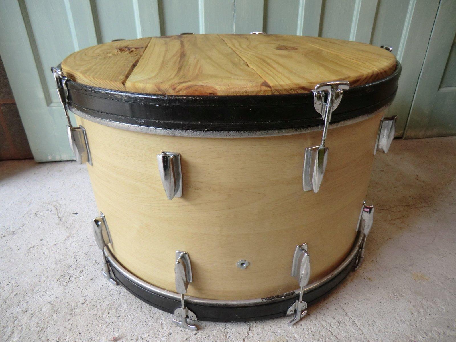 Einzigartiger Couchtisch gefertigt aus einer Bass Trommel