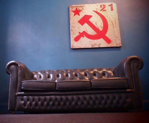 vintage chesterfield sofa auf rollen 1980er bei pamono kaufen. Black Bedroom Furniture Sets. Home Design Ideas