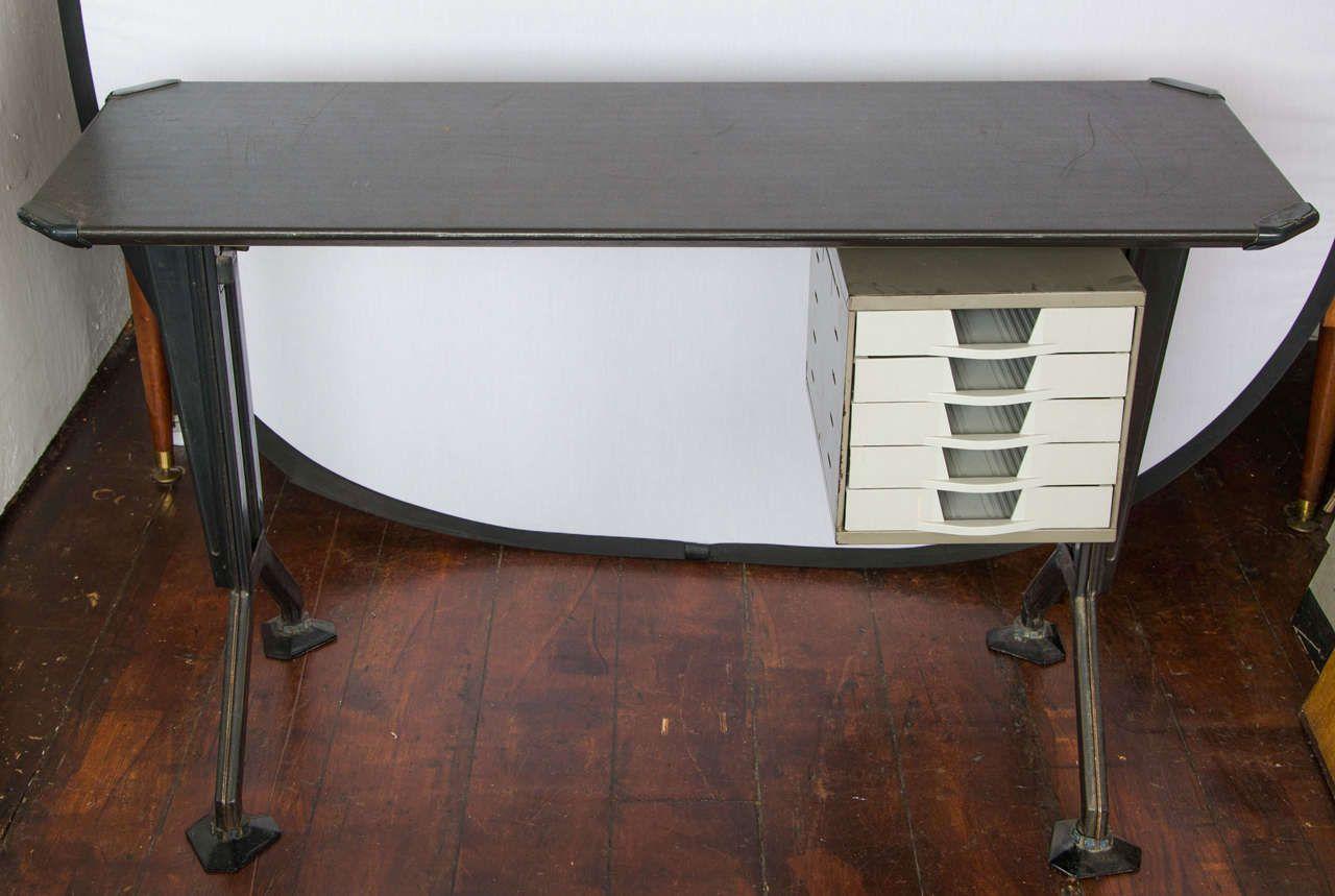 Mid century metall schreibtisch von olivetti 1950er bei for Schreibtisch metall