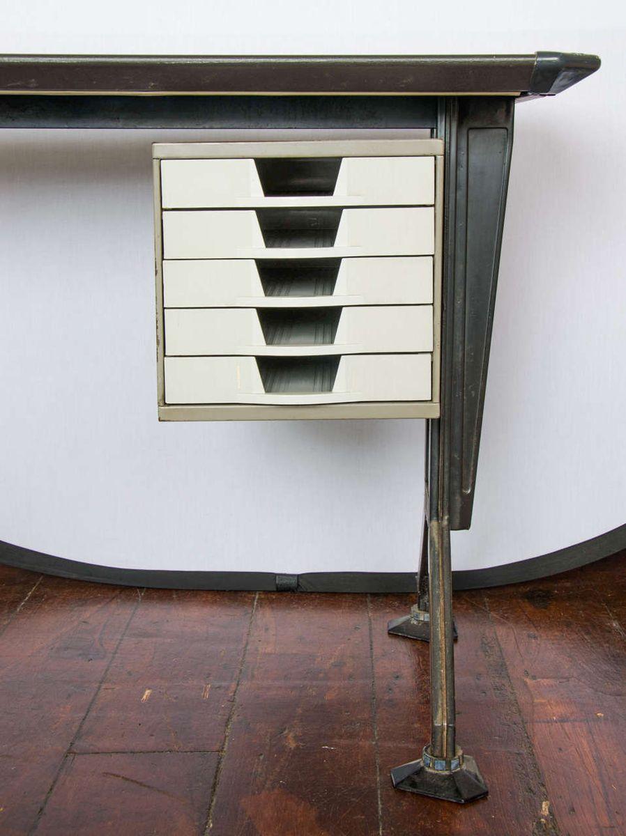 mid century metall schreibtisch von olivetti 1950er bei pamono kaufen. Black Bedroom Furniture Sets. Home Design Ideas