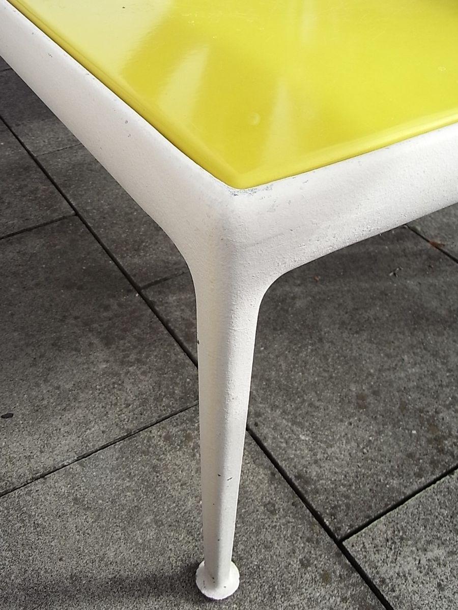 Table basse jaune par richard schultz, 1966 en vente sur pamono