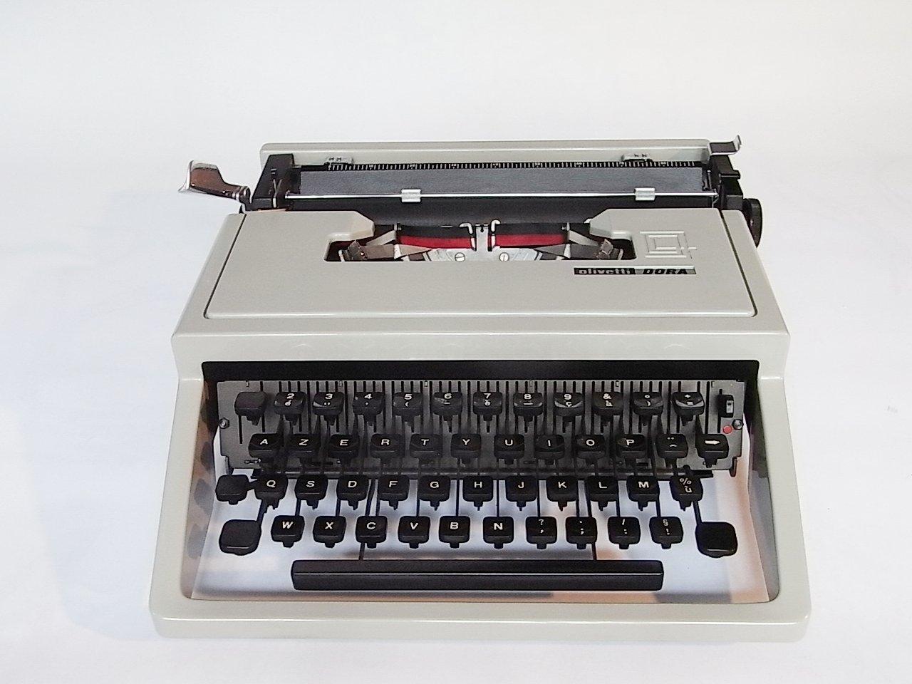 machine ecrire dora par ettore sottsass pour olivetti 1965 en vente sur pamono. Black Bedroom Furniture Sets. Home Design Ideas
