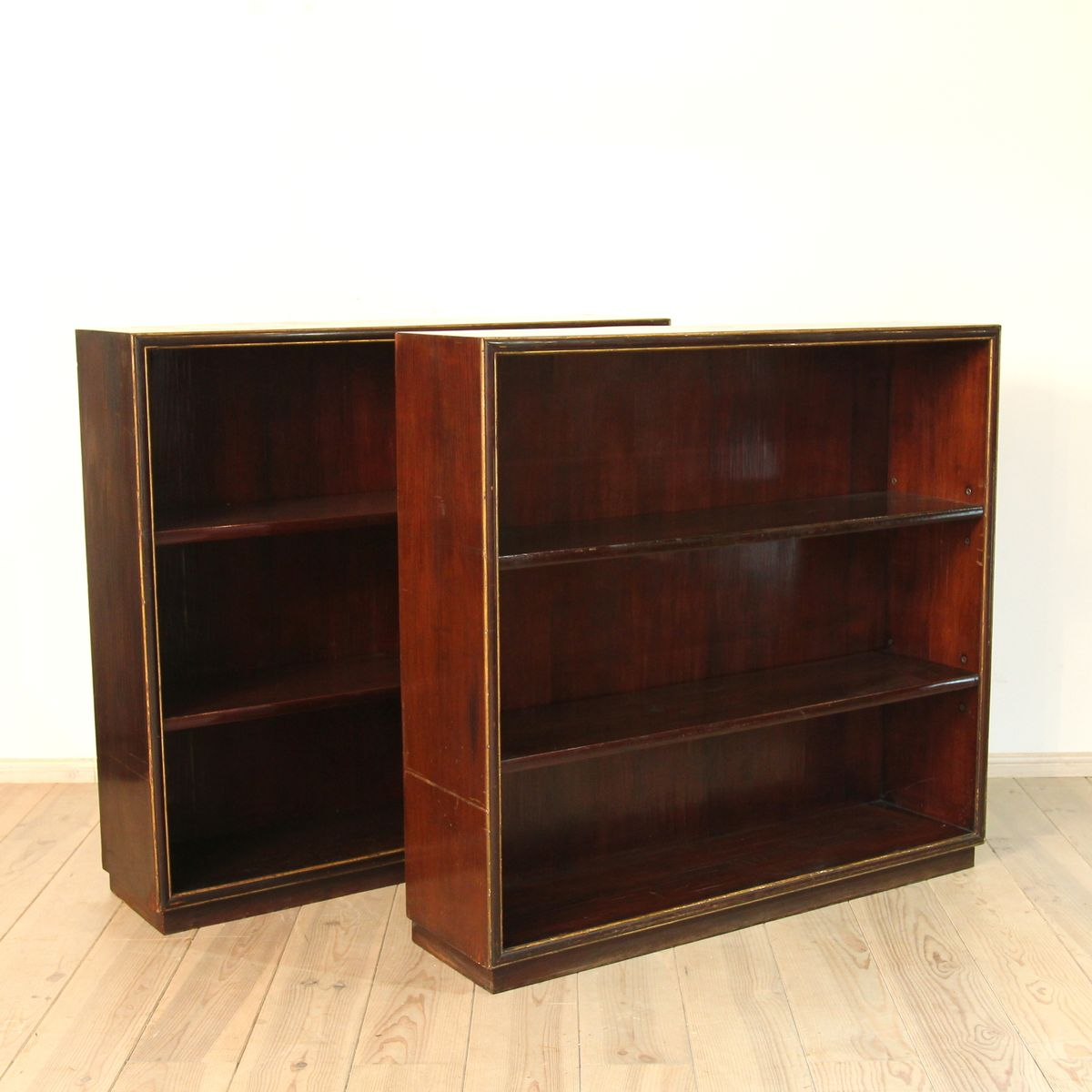 Wonderful image of Pair of Italian Shelves 1920s Set of 2 for sale at Pamono with #B17C1A color and 1200x1200 pixels