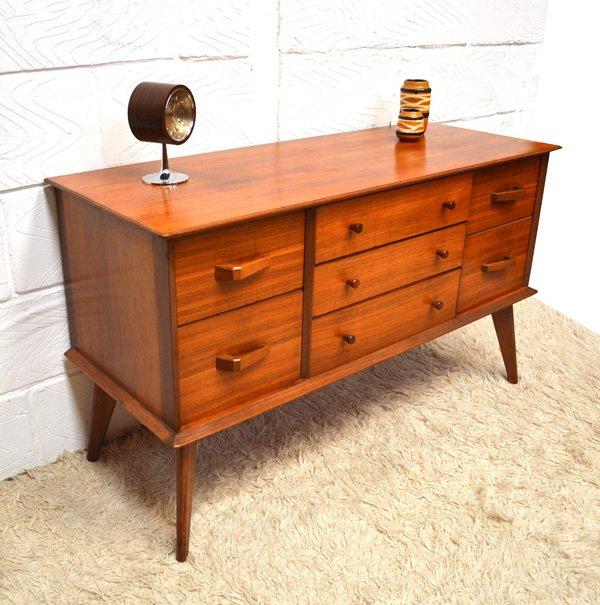 skandinavisches walnuss sideboard von alfred cox f r heals. Black Bedroom Furniture Sets. Home Design Ideas