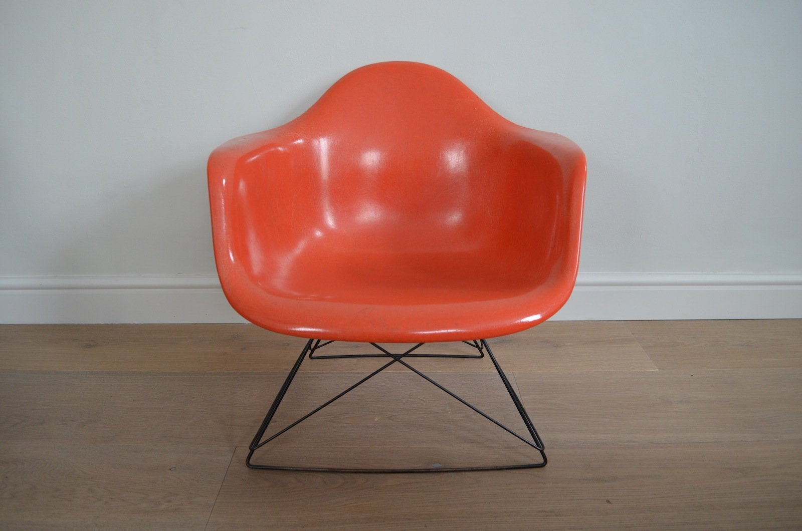 Lar chair by charles ray eames for herman miller 1950 for Eames chair nachbau deutschland