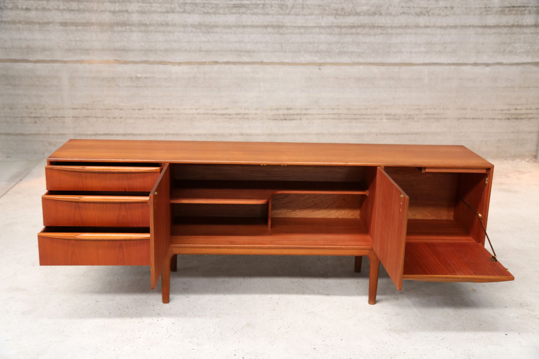 mid century design teak sideboard for sale at pamono. Black Bedroom Furniture Sets. Home Design Ideas