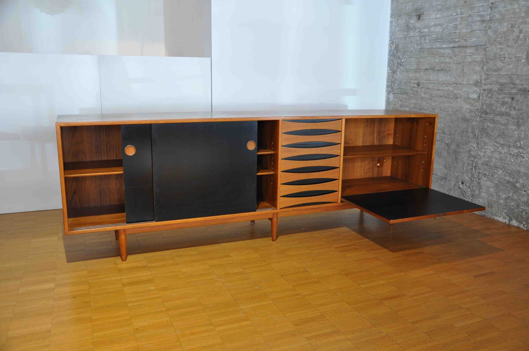 skandinavisches teak sideboard von arne vodder f r sibast. Black Bedroom Furniture Sets. Home Design Ideas