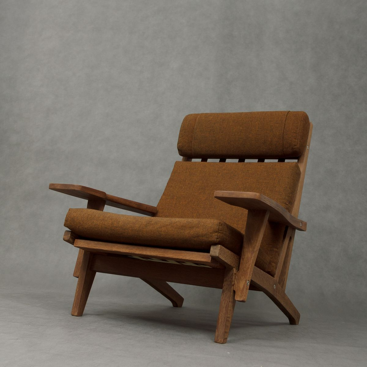 fauteuil ge 375 sabl avec repose pied par hans wegner. Black Bedroom Furniture Sets. Home Design Ideas