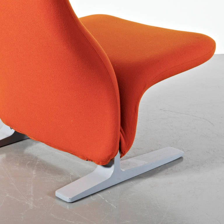 Orange Concorde Lounge Chair by Pierre Paulin for Artifort 1960s for sale at