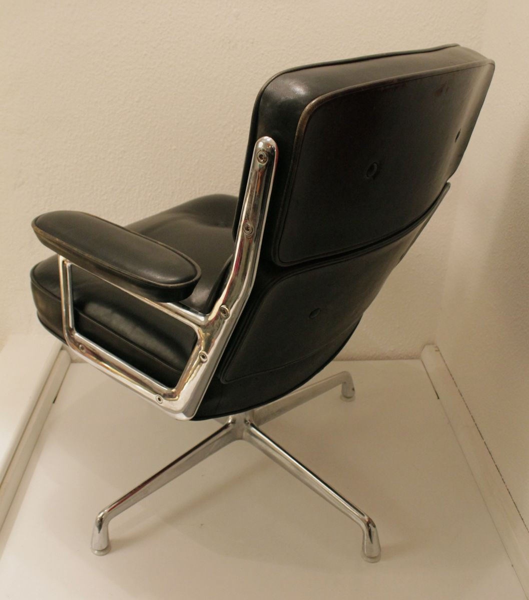 lobby chair by charles ray eames for vitra 1980s for. Black Bedroom Furniture Sets. Home Design Ideas