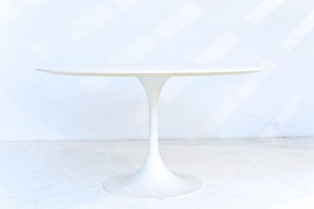 tulip tisch von eero saarinen bei pamono kaufen. Black Bedroom Furniture Sets. Home Design Ideas