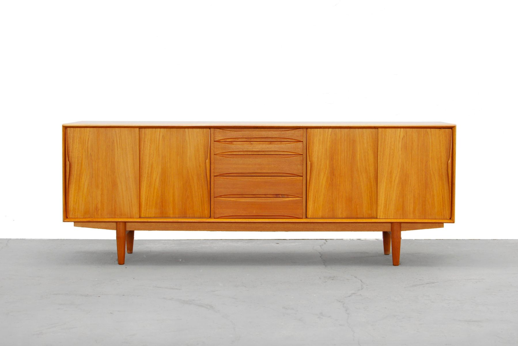 Scandinavian teak sideboard by arne vodder for dyrlund for Sideboard scandi