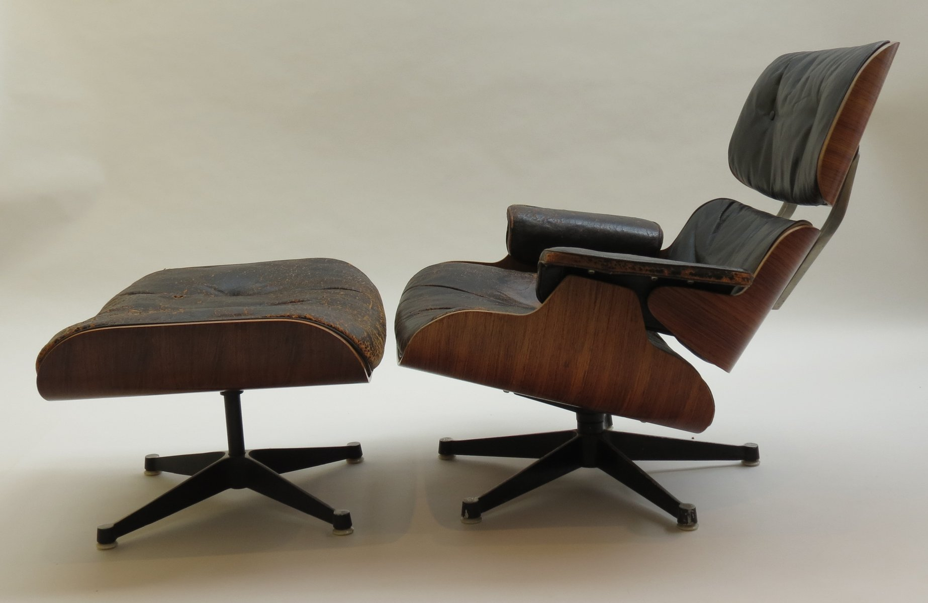 670 lounger 671 ottoman by charles and ray eames for hille 1959