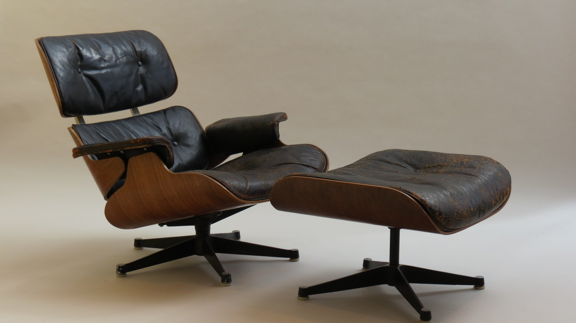 670 lounger 671 ottoman by charles and ray eames for hille 1959 for sale at pamono. Black Bedroom Furniture Sets. Home Design Ideas