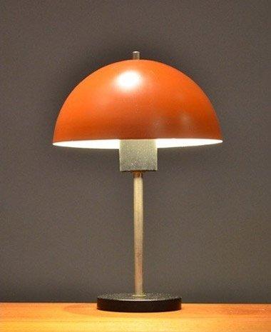 lampe de bureau vintage orange en vente sur pamono. Black Bedroom Furniture Sets. Home Design Ideas