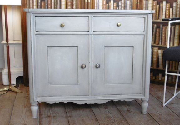 kleiner grauer schrank aus deutschland 1900er bei pamono kaufen. Black Bedroom Furniture Sets. Home Design Ideas