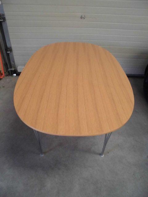 b616 ellips eichenholz tisch von arne jacobsen f r fritz. Black Bedroom Furniture Sets. Home Design Ideas