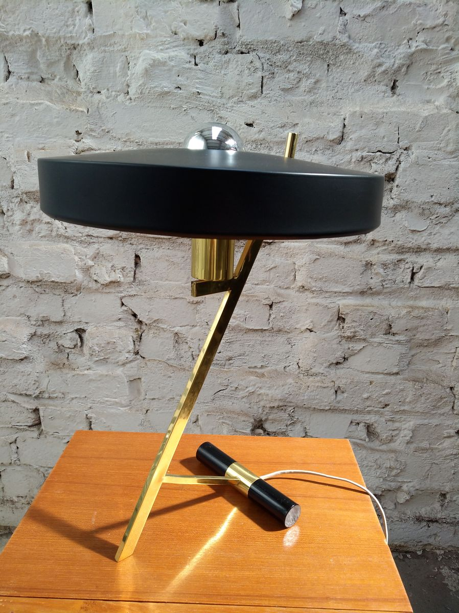 lampe de bureau ufo z minimale en laiton par louis kalff for philips 1950s en vente sur pamono. Black Bedroom Furniture Sets. Home Design Ideas