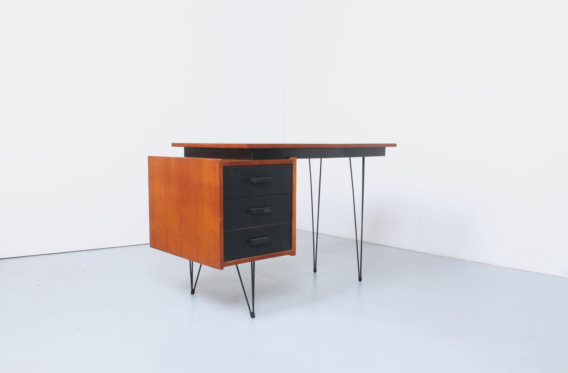 petit bureau en placage de teck noir 1950s en vente sur pamono. Black Bedroom Furniture Sets. Home Design Ideas
