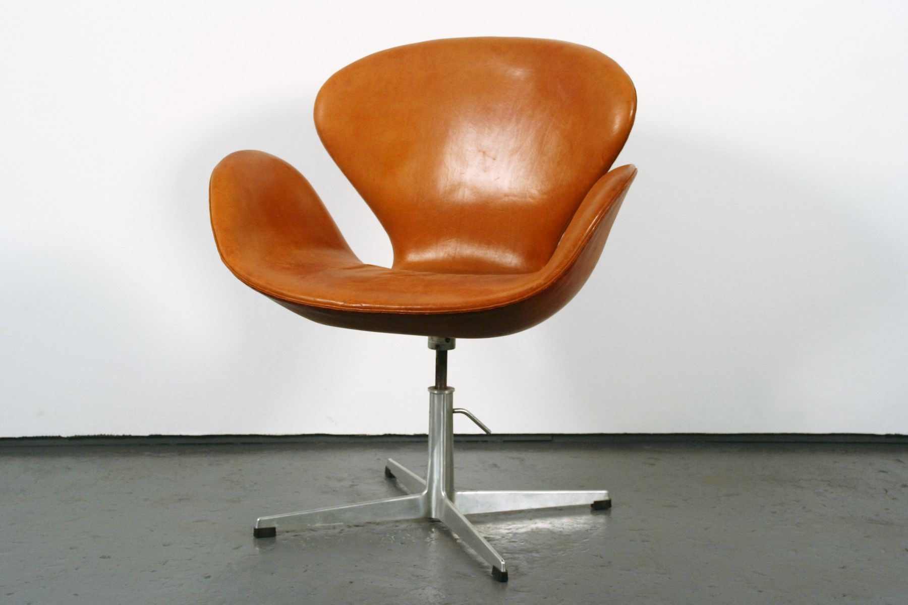 swan chair by arne jacobsen for fritz hansen 1964 for sale at pamono. Black Bedroom Furniture Sets. Home Design Ideas