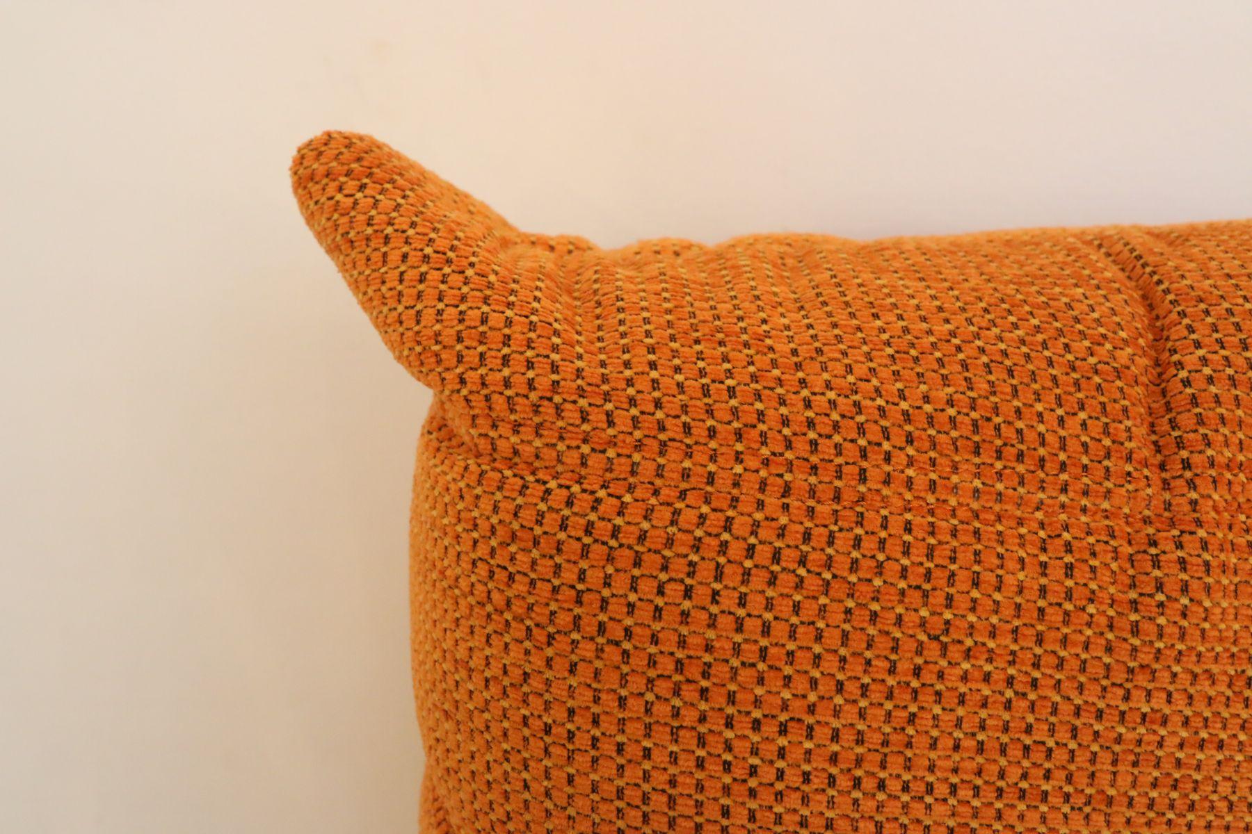 vintage orange togo pouf by michel ducaroy for ligne roset set of 2 bei pamono kaufen. Black Bedroom Furniture Sets. Home Design Ideas