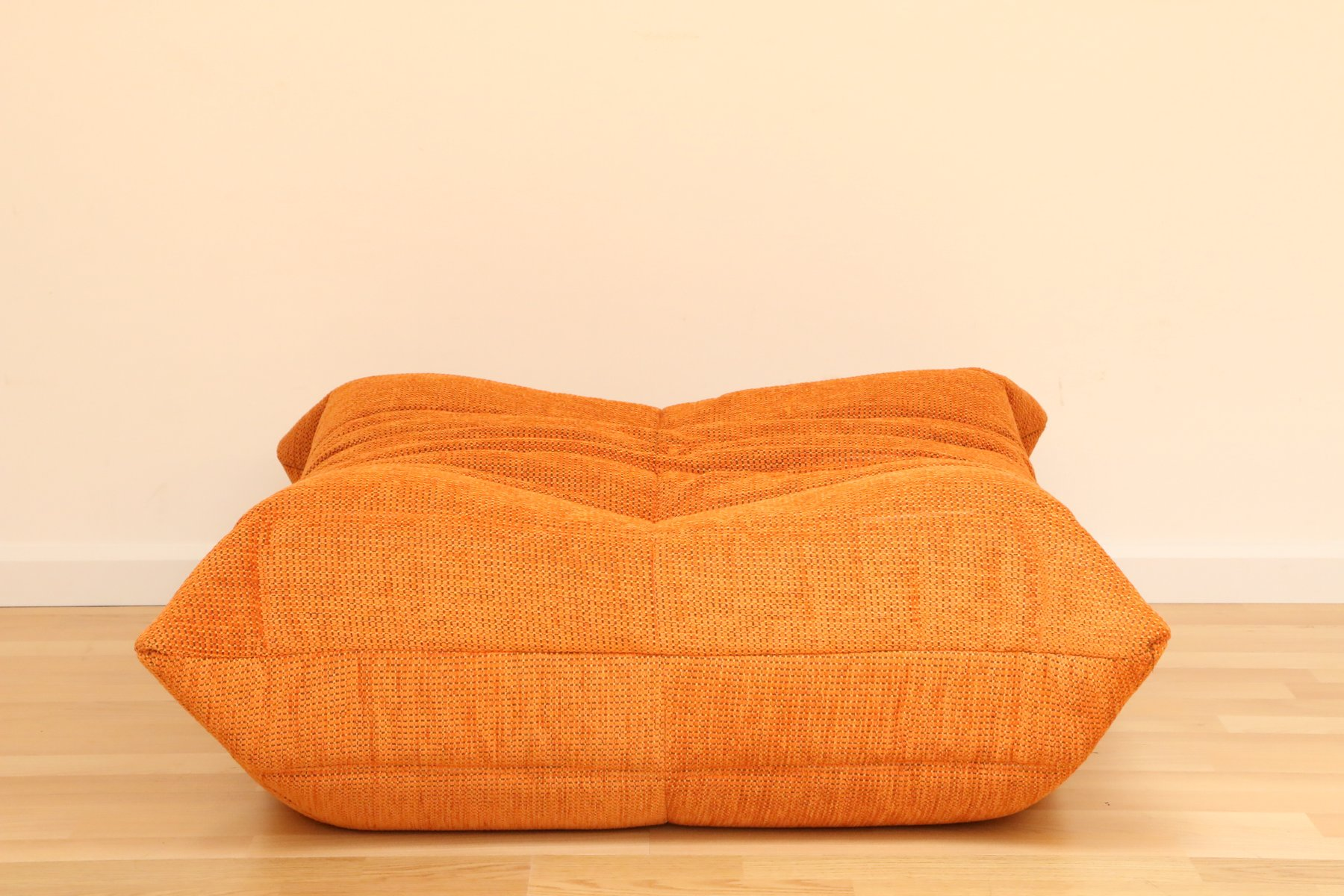 vintage orange togo pouf by michel ducaroy for ligne roset set of 2 en vente sur pamono. Black Bedroom Furniture Sets. Home Design Ideas