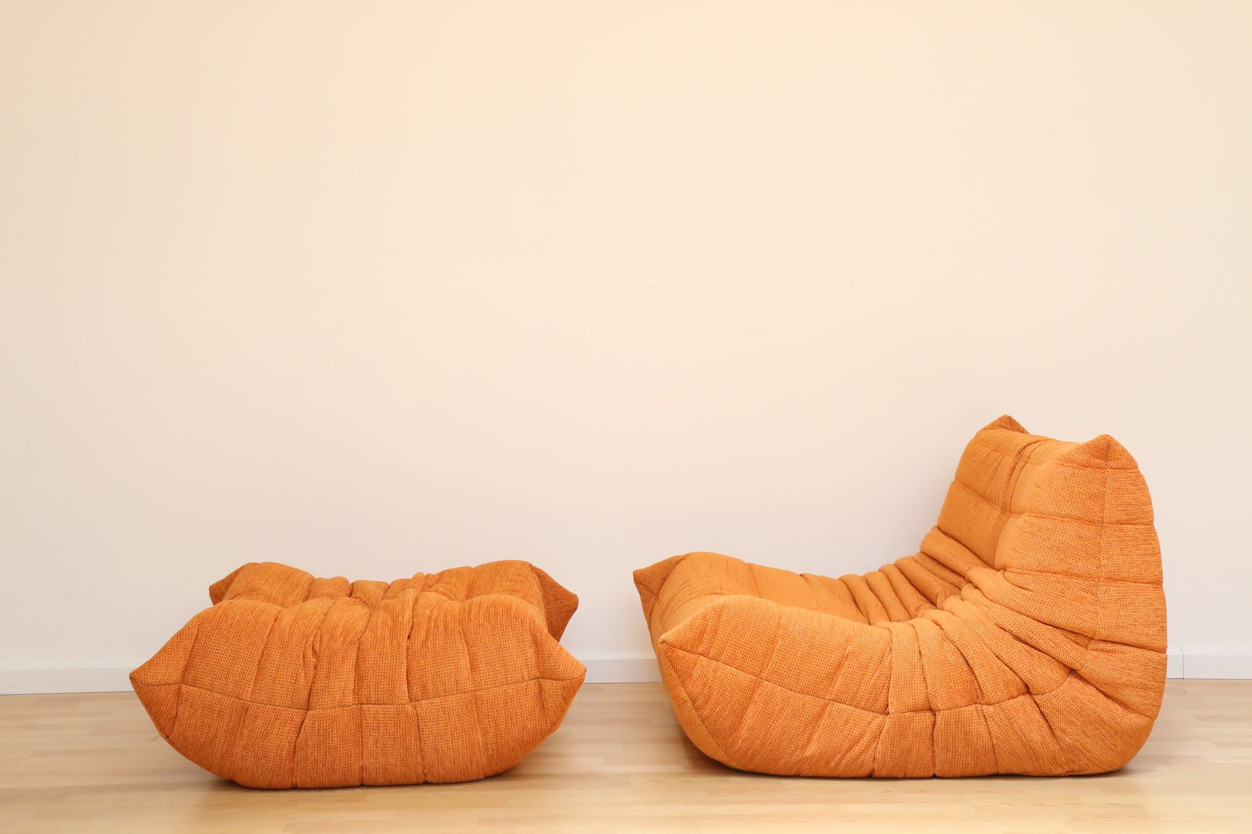 Vintage orange togo pouf by michel ducaroy for ligne roset set of 2 en - Togo ligne roset prix ...