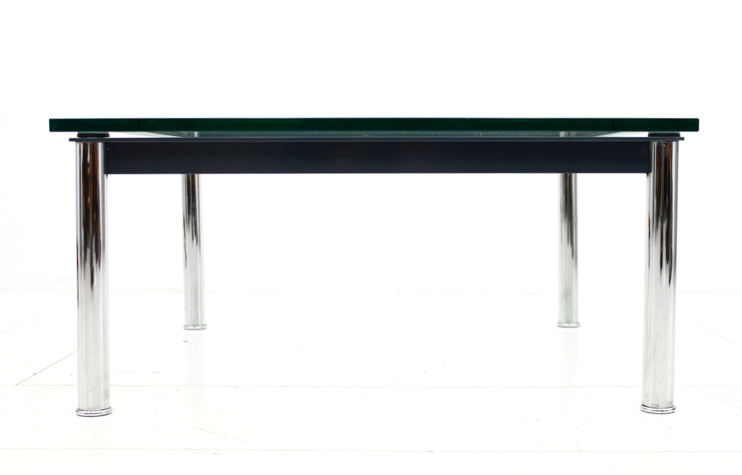 lc10 side table by le corbusier for cassina 1980s for sale at pamono. Black Bedroom Furniture Sets. Home Design Ideas