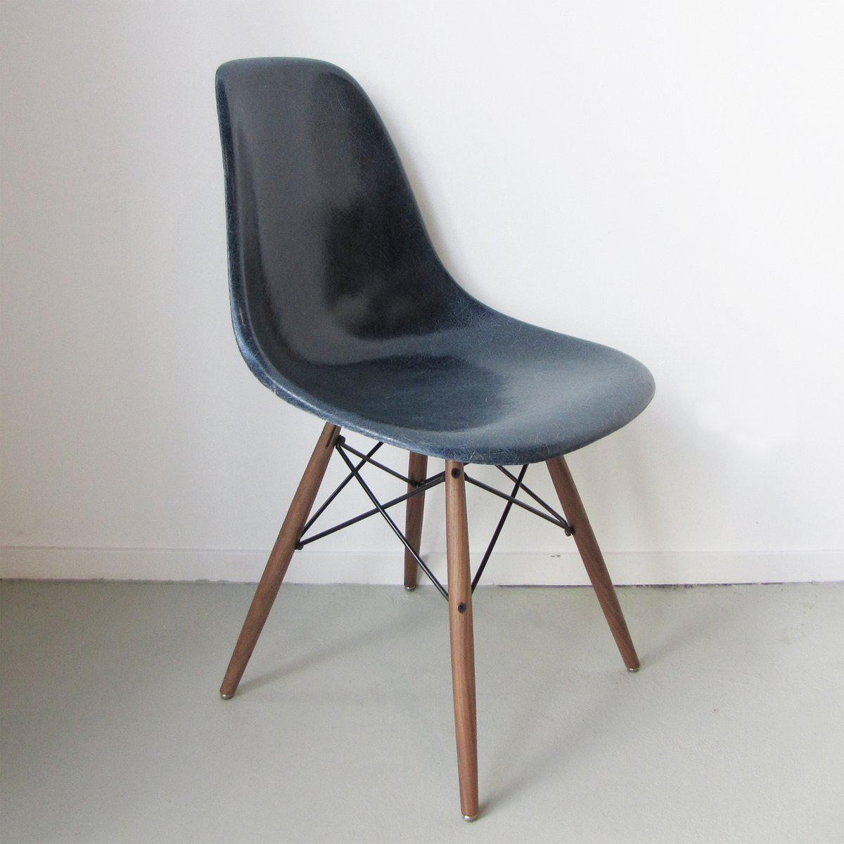 Dsw chair by charles ray eames for herman miller usa for Charles eames chaise dsw