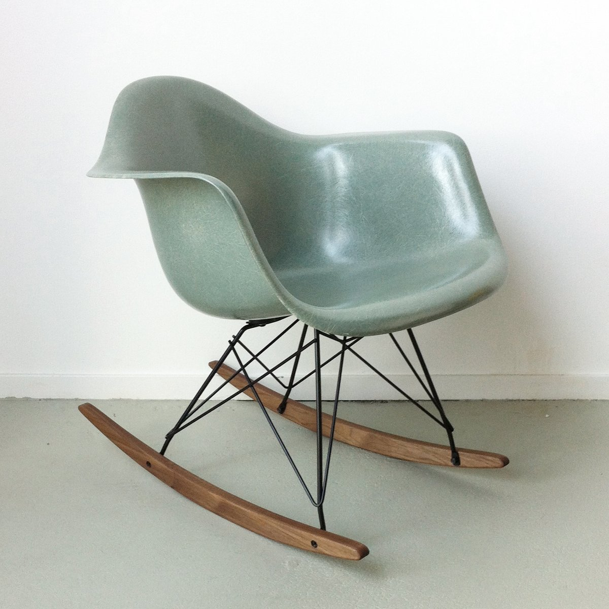 rar-chair-by-charles-ray-eames-for-herma