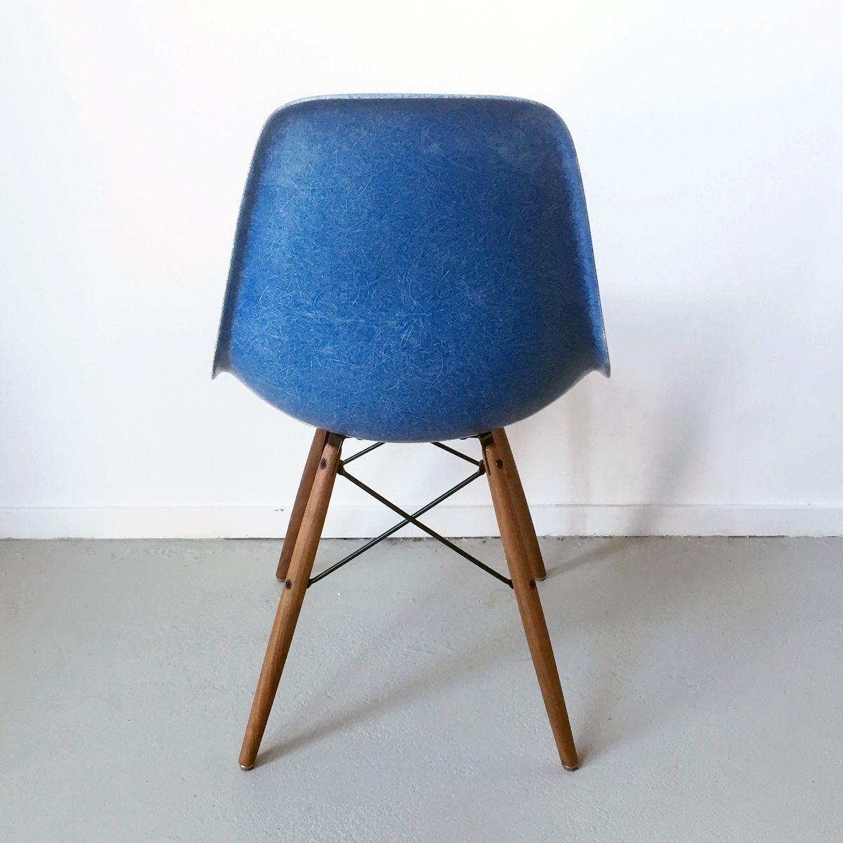 dsw chair in blue by charles and ray eames for herman. Black Bedroom Furniture Sets. Home Design Ideas