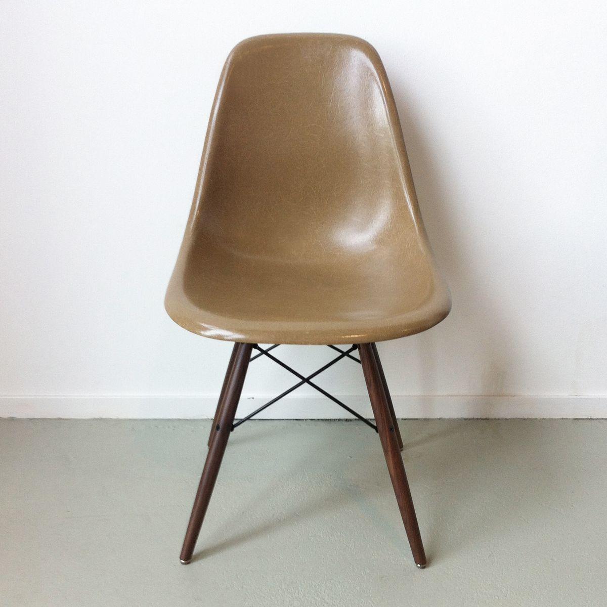 hellbrauner dsw stuhl von charles ray eames f r herman. Black Bedroom Furniture Sets. Home Design Ideas