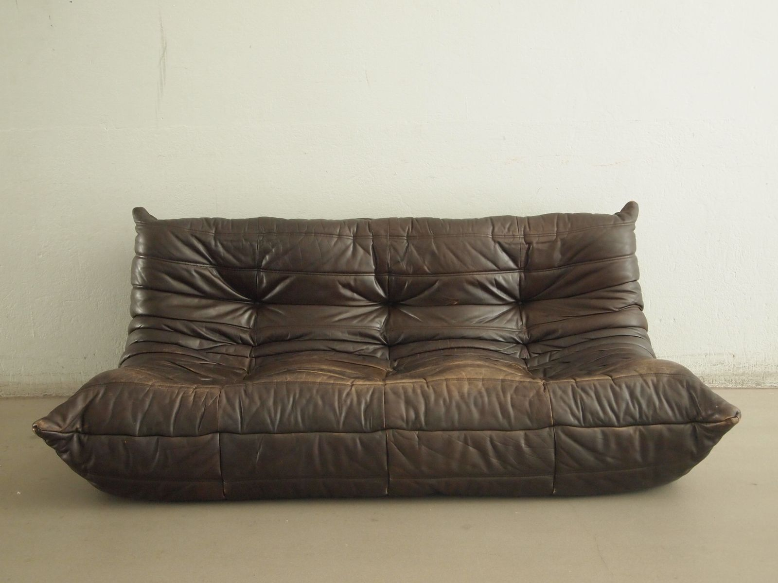 vintage leather togo sofa by michel ducaroy for ligne. Black Bedroom Furniture Sets. Home Design Ideas
