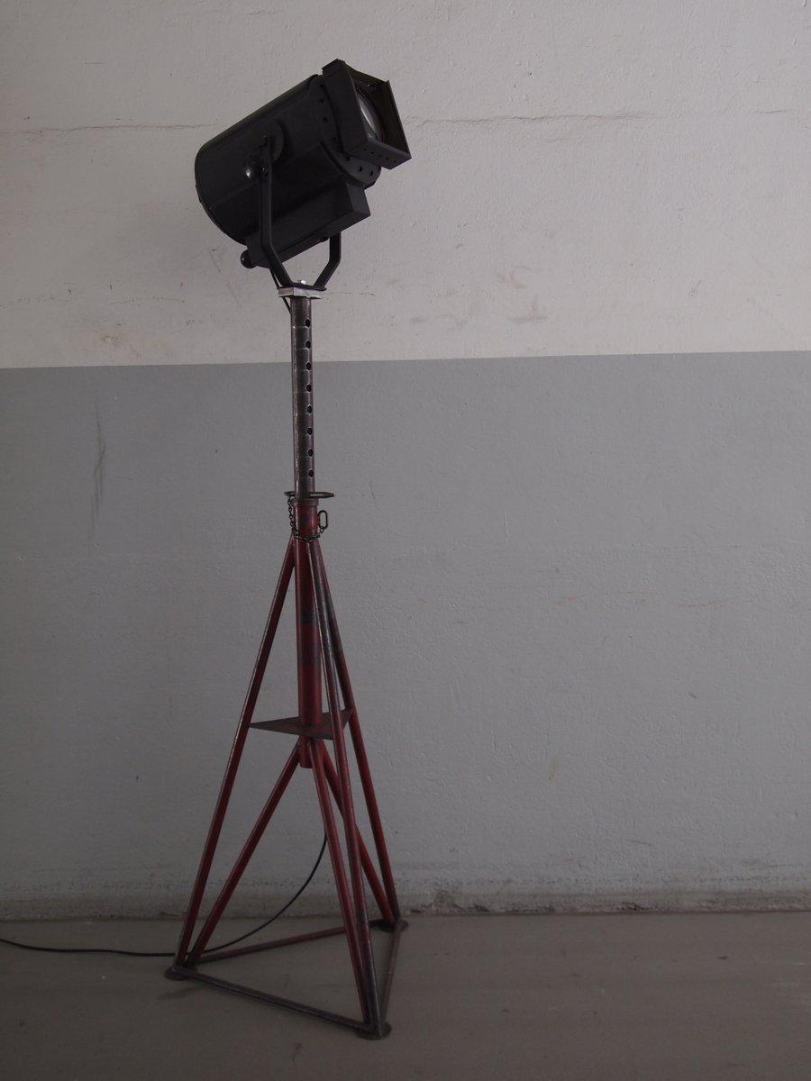 lampadaire industriel suisse en vente sur pamono. Black Bedroom Furniture Sets. Home Design Ideas