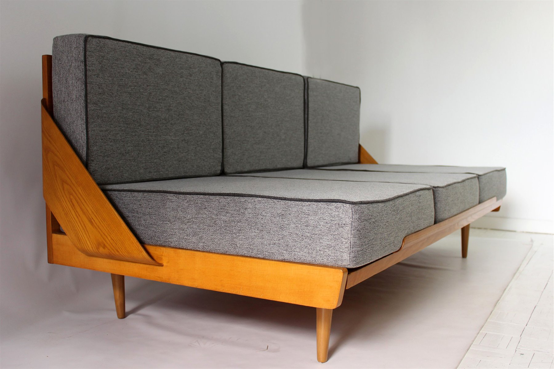 Mid century sofa bed mid century sofa good taste and clic for Mid century style bed