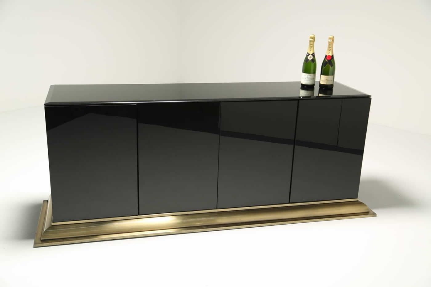 sideboard aus messing und schwarzem glas von ello. Black Bedroom Furniture Sets. Home Design Ideas