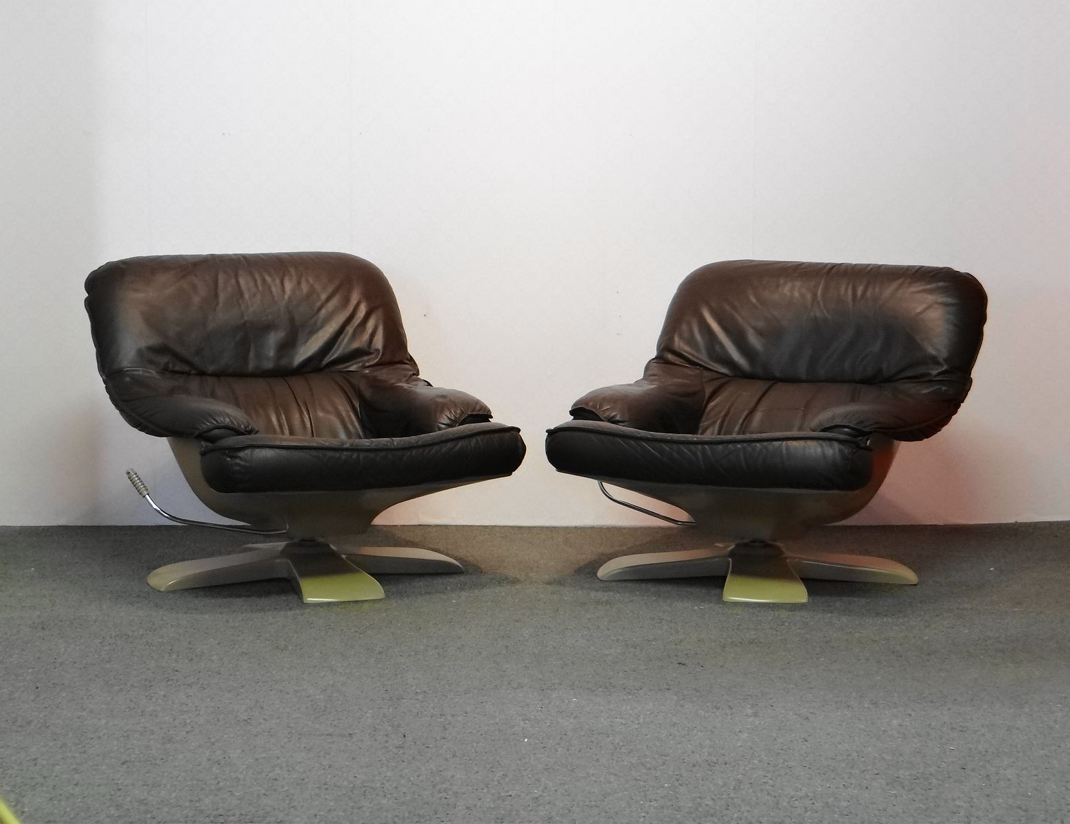 Mid Century Leather Easy Chairs Set Of 2 For Sale At Pamono