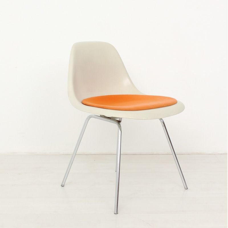 fiberglass shell chair by ray charles eames for herman. Black Bedroom Furniture Sets. Home Design Ideas