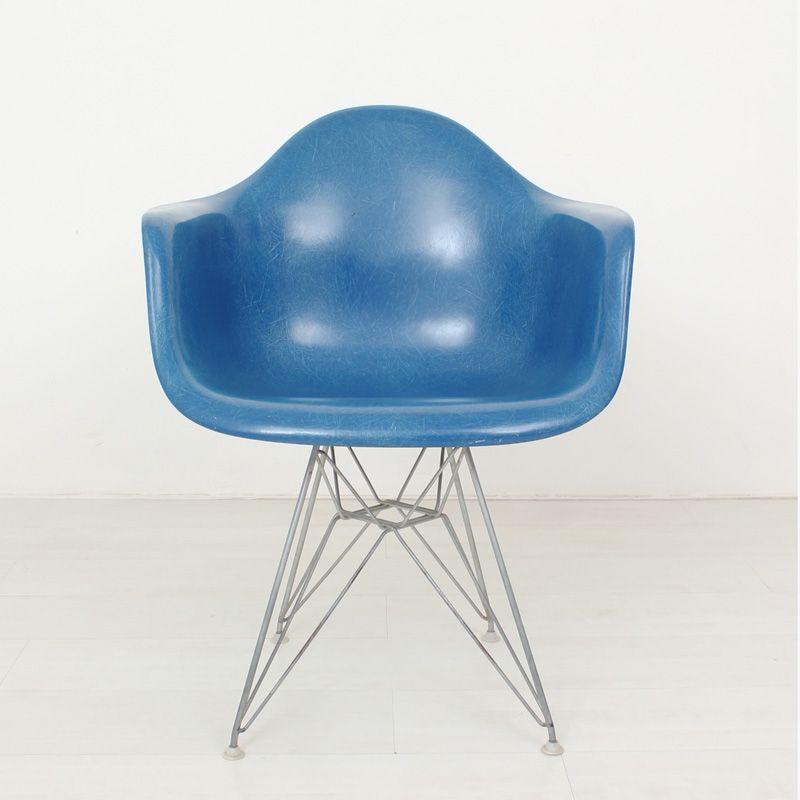 fiberglass chair by ray charles eames for herman miller. Black Bedroom Furniture Sets. Home Design Ideas