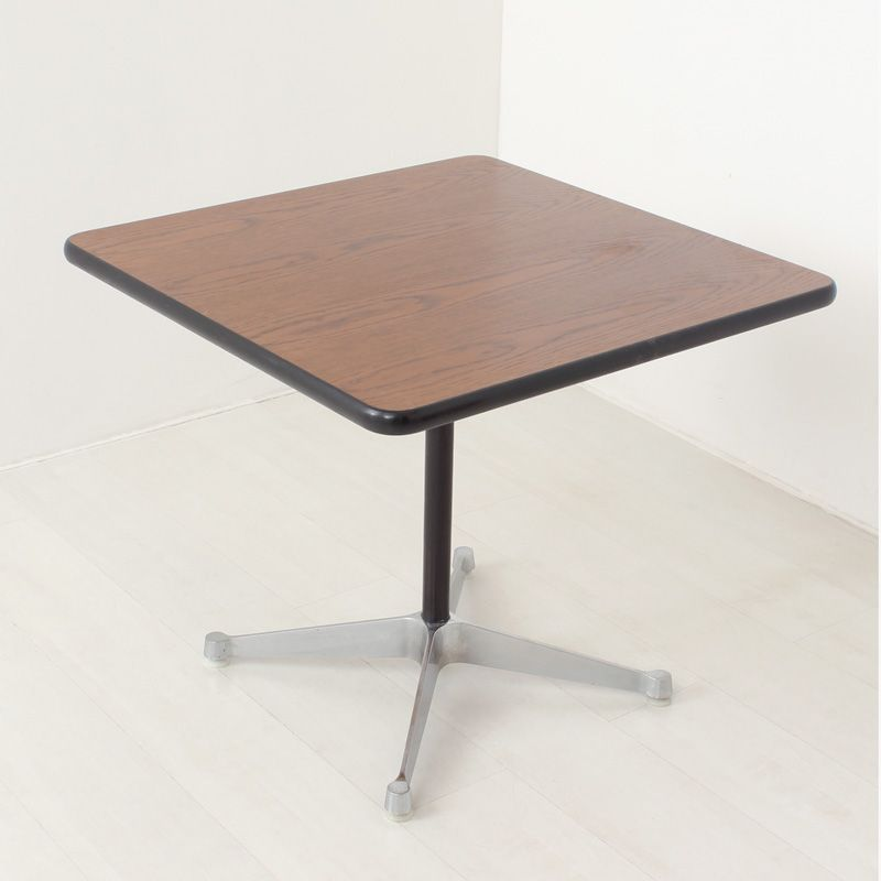 Chrome table by ray charles eames for herman miller for Table ronde charles eames
