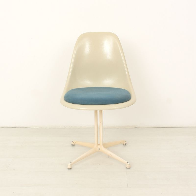 Fiberglass Chairs With La Fonda Frame By Charles Ray Eames For Herman M
