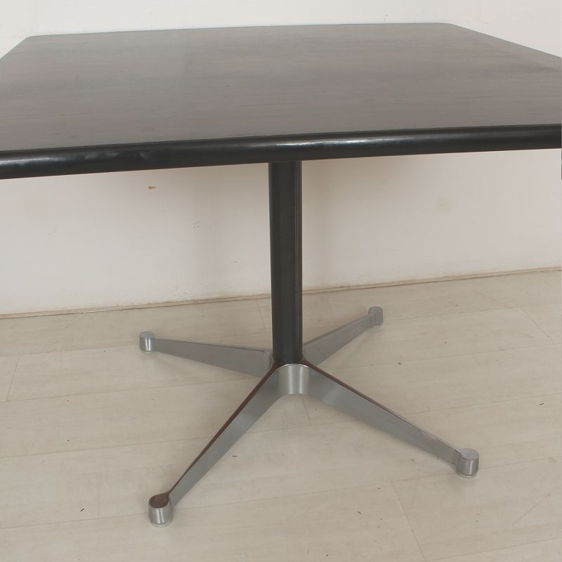 Table by ray charles eames for herman miller vitra for Table ronde charles eames