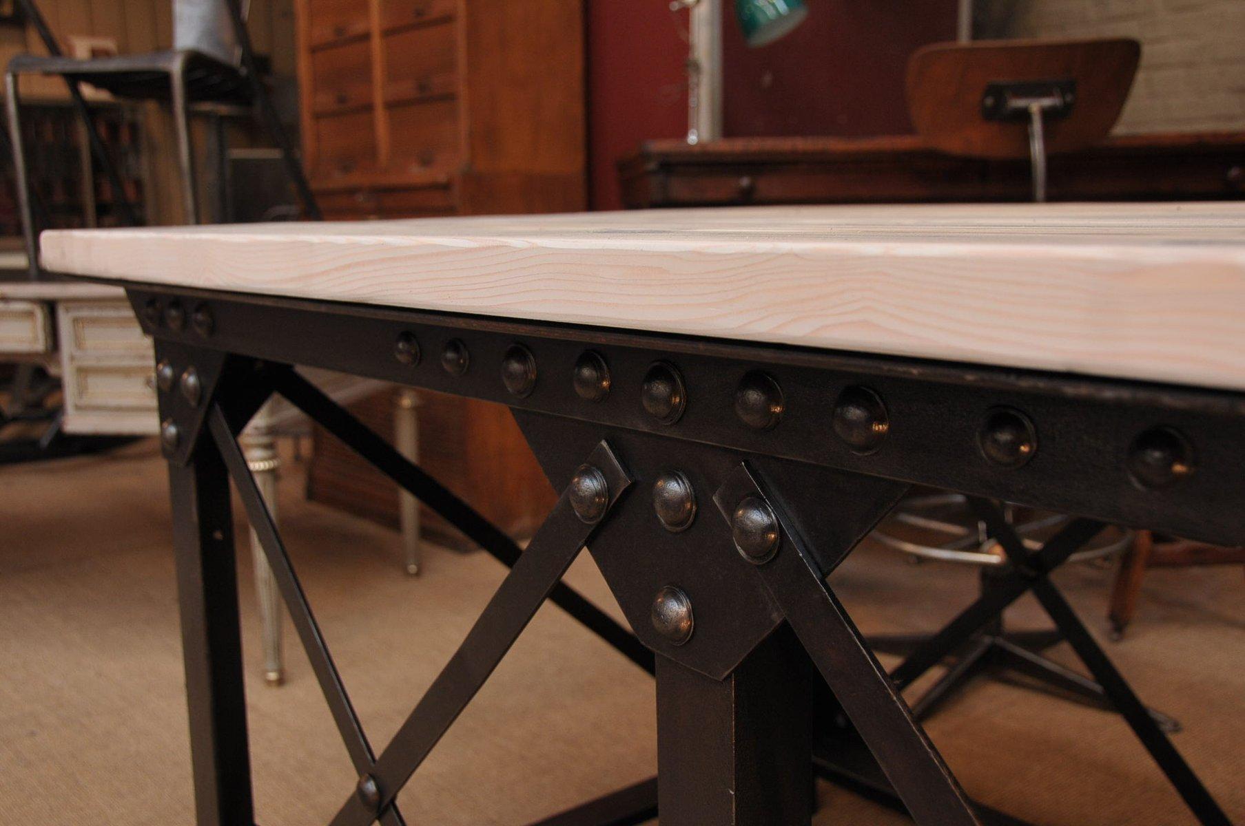 Tisch aus eisen und kiefer im industrial design bei pamono for Industrial design tisch