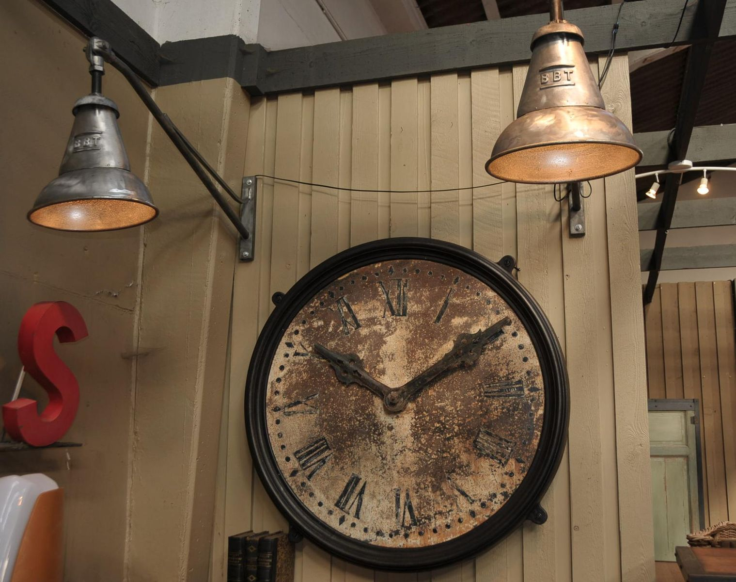 Antique train station clock 1900s for sale at pamono for Railroad stations for sale