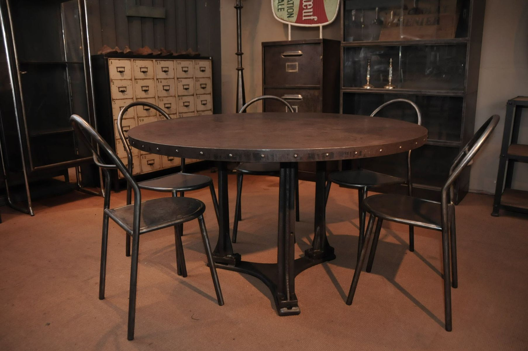 industrial round dining table 1900s for sale at pamono. Black Bedroom Furniture Sets. Home Design Ideas